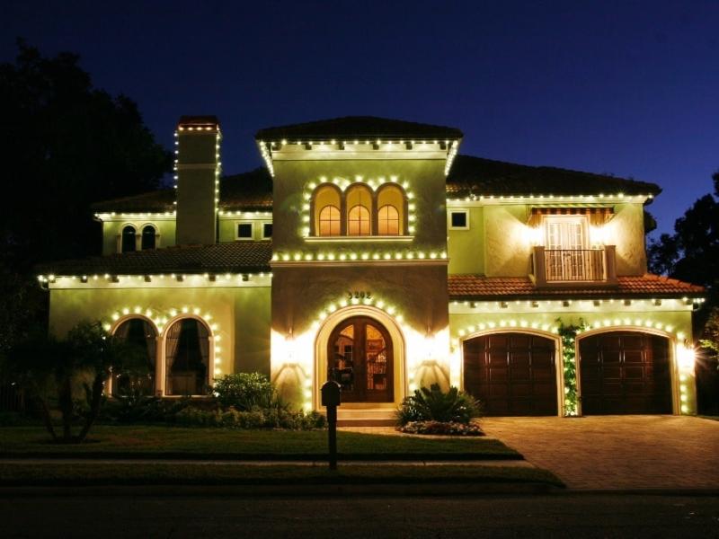 holiday lighting companies